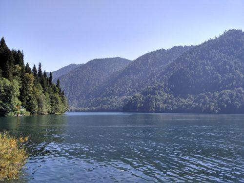 Озеро Рица со стороны дачи Сталина
