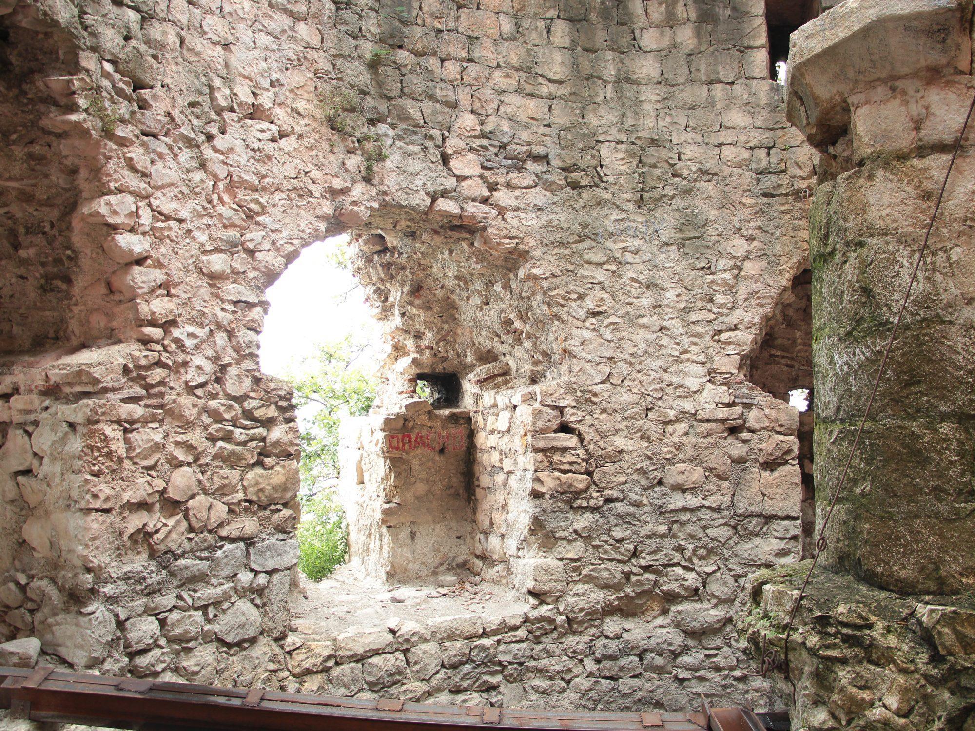 Анакопийская крепость внутри 2