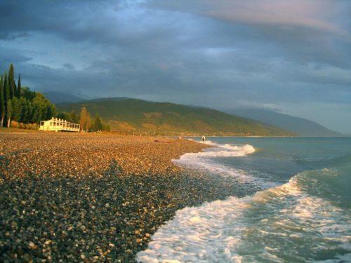 Гудаута - галечный пляж