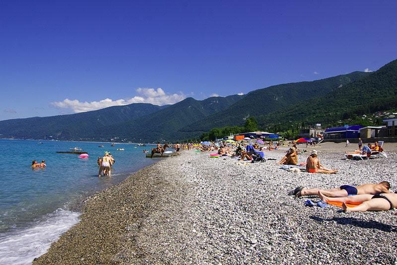 Пляжи Абхазии с песком - фотографии и отзывы