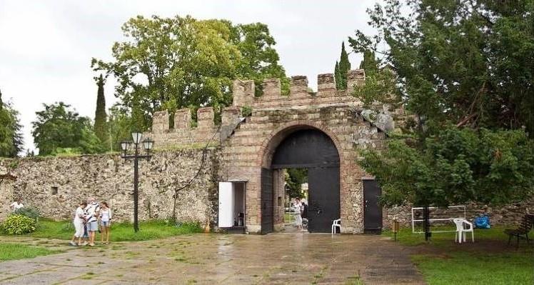 Историко-архитектурный комплекс «Великий Питиунт»